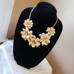 Fashion jewelry floral necklace